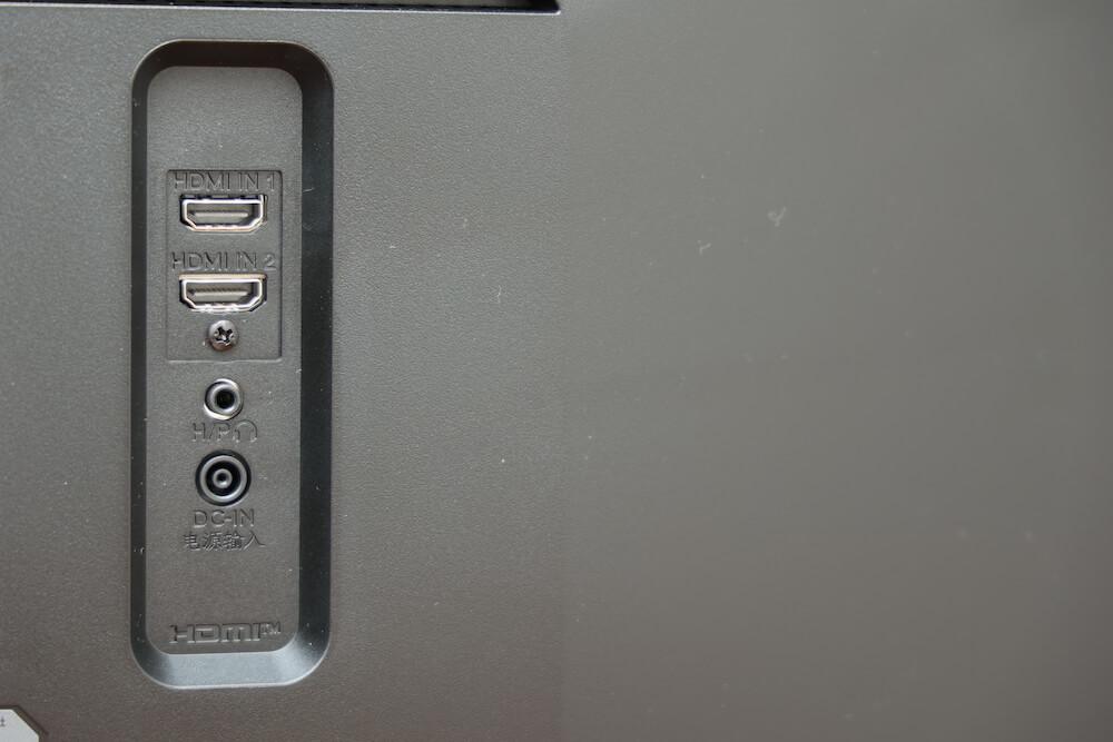LGのウルトラワイドモニターの背面