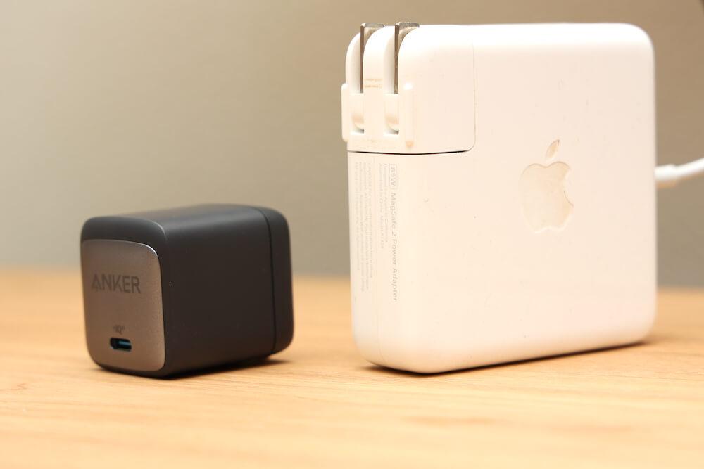 MacBookProの充電器との比較(マグセーフ充電器)